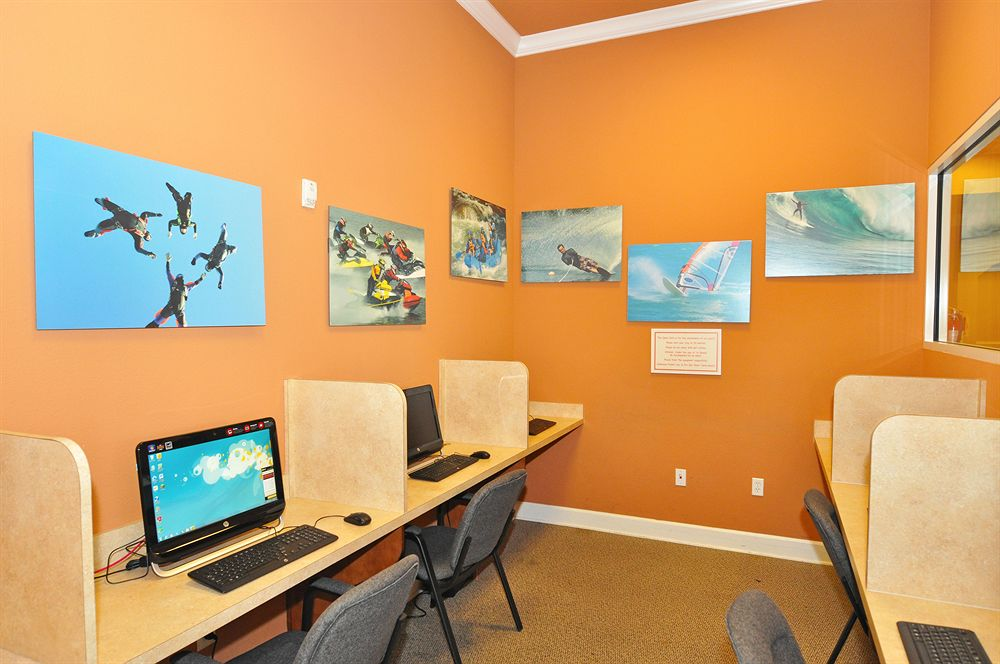 Aviana Resort Internet Room