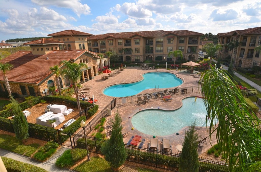 Bella Piazza Clubhouse, Pool and Kiddie Pool