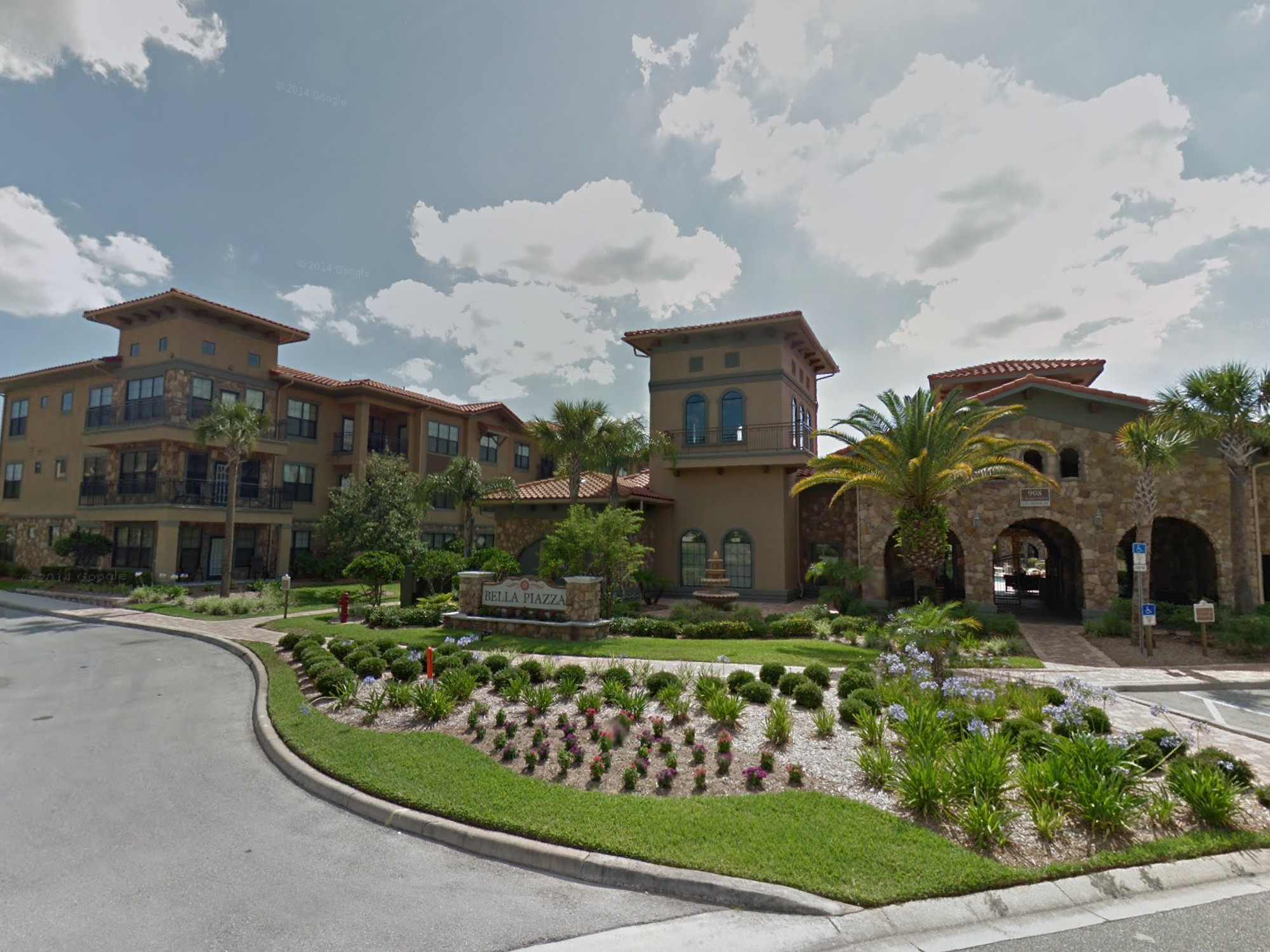 Bella Piazza Clubhouse