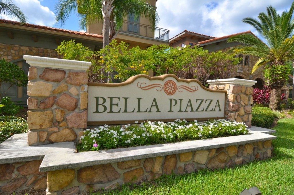 Bella Piazza Entrance