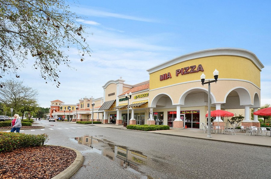 Bella Piazza local shops