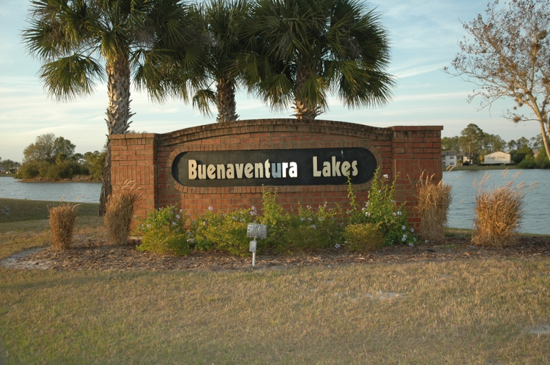 Buenaventura Lakes Entrance Sign