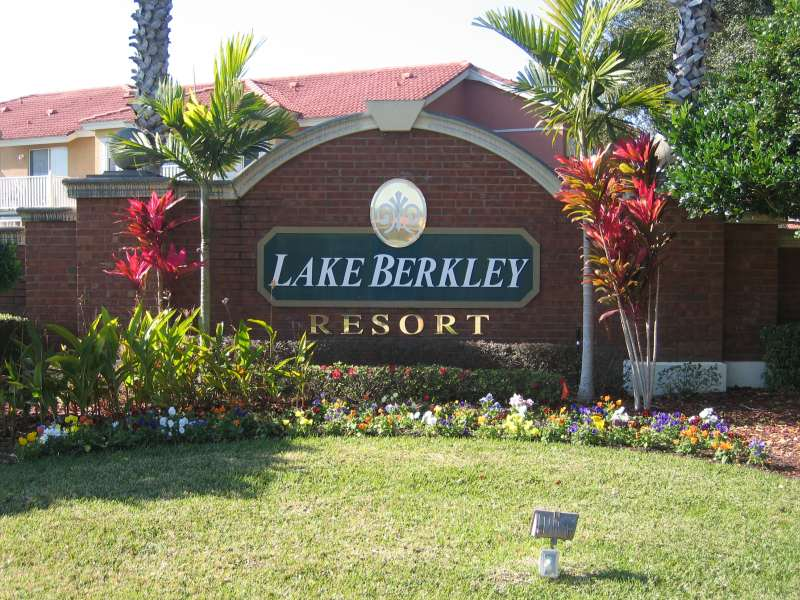 Lake Berkley Resort Entrance