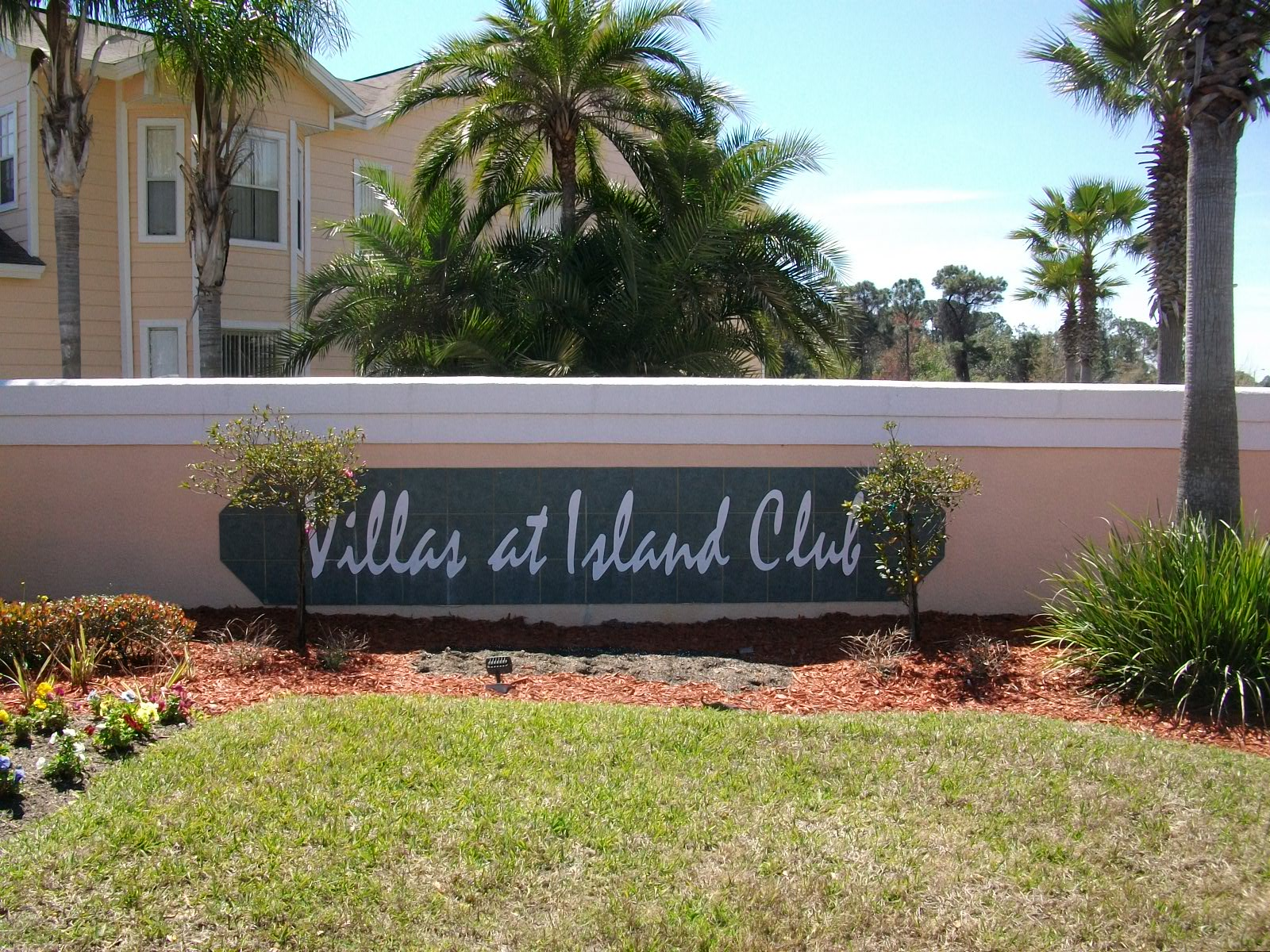 Villas at Island Club Entrance