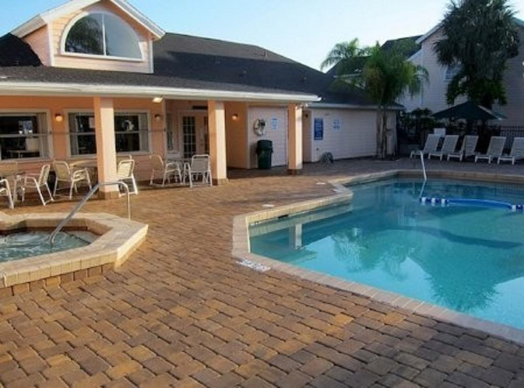 Villas of Somerset Pool and Jacuzzi